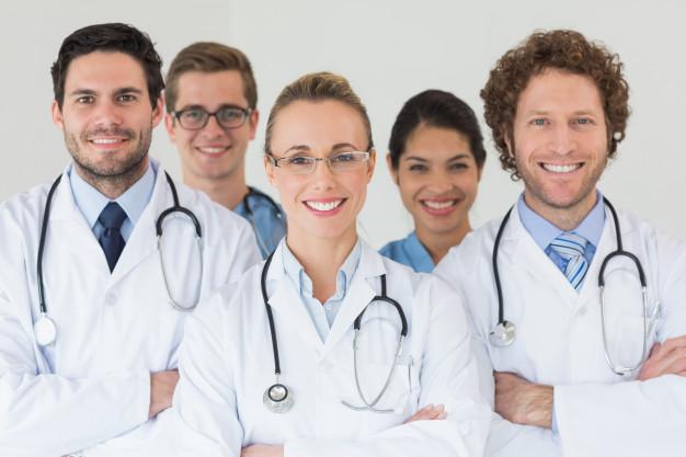 medicos sonriendo